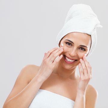 Los beneficios de hidratar la piel